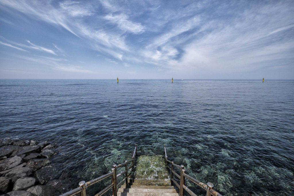 haenyeo women divers sea jeju island south korea photography photo Oasis of serenity 1024x682