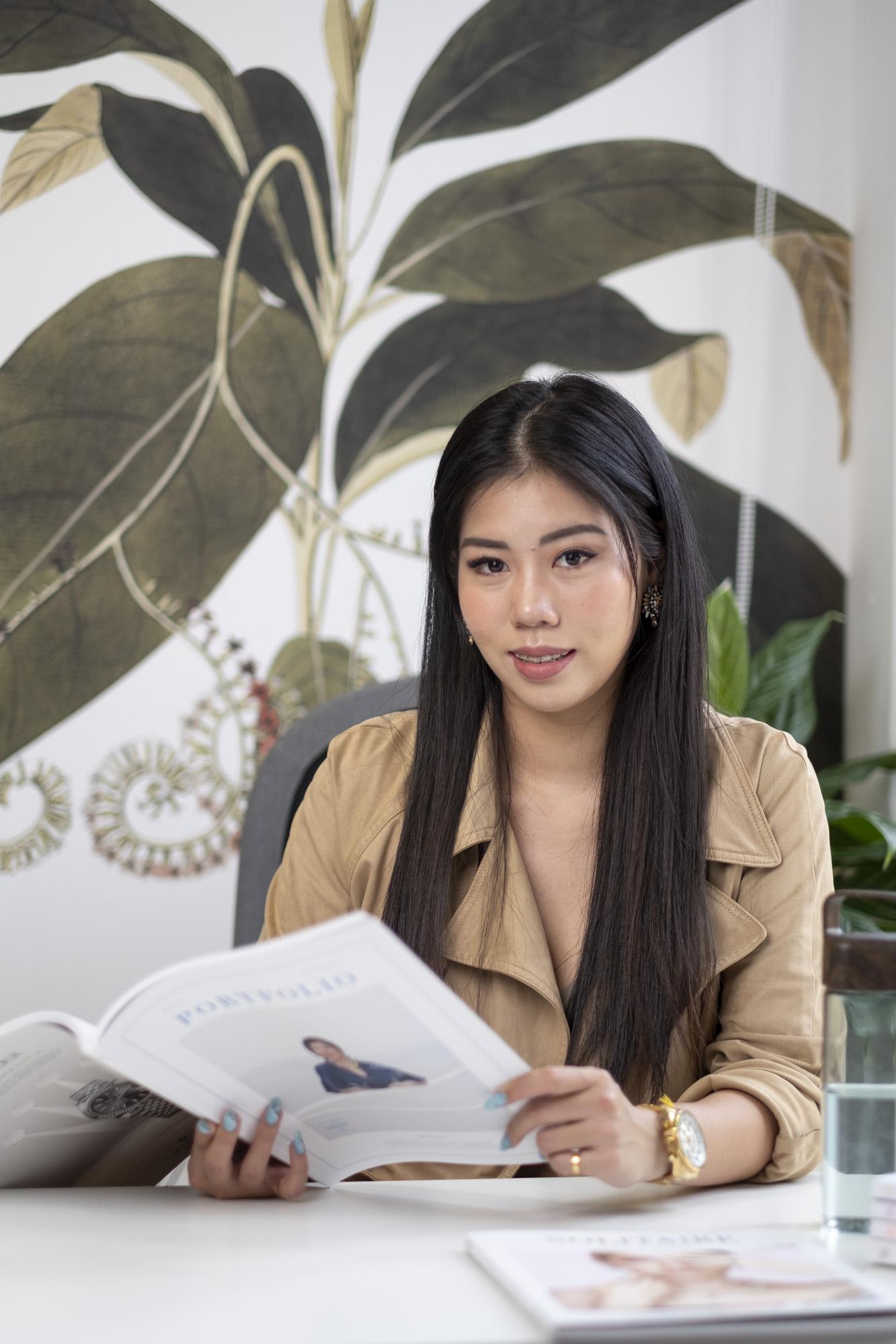 Corporate headshot portrait linkedin profil photography studio singapore services asia photographer coco pr agency team agnes