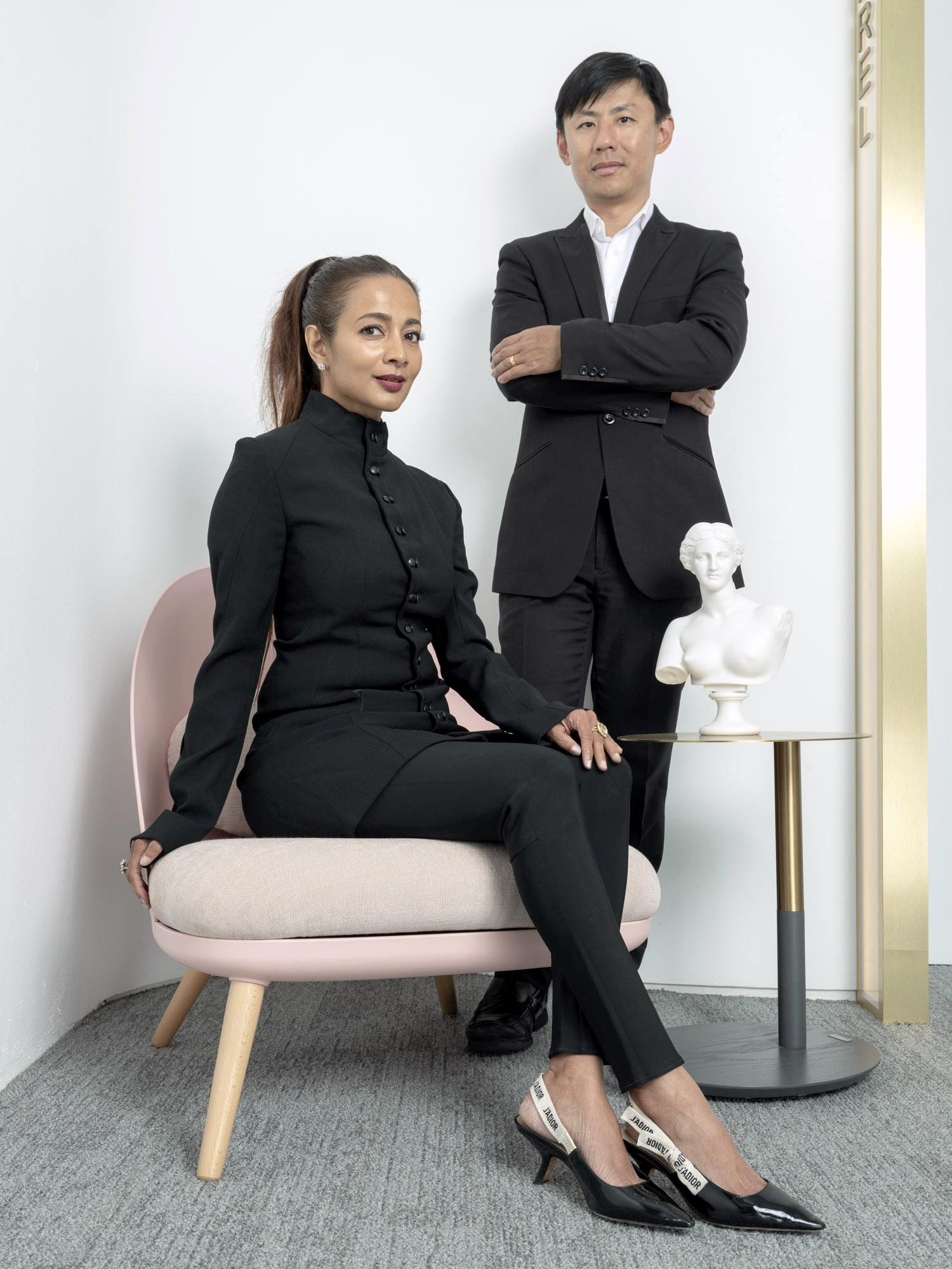 Corporate headshot portrait linkedin profil photography studio singapore services asia photographer dr chua clinic