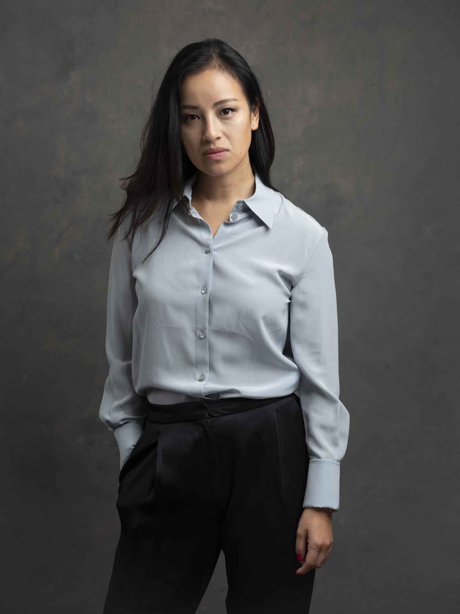 Corporate headshot portrait linkedin profil photography studio singapore services asia photographer grey shirt
