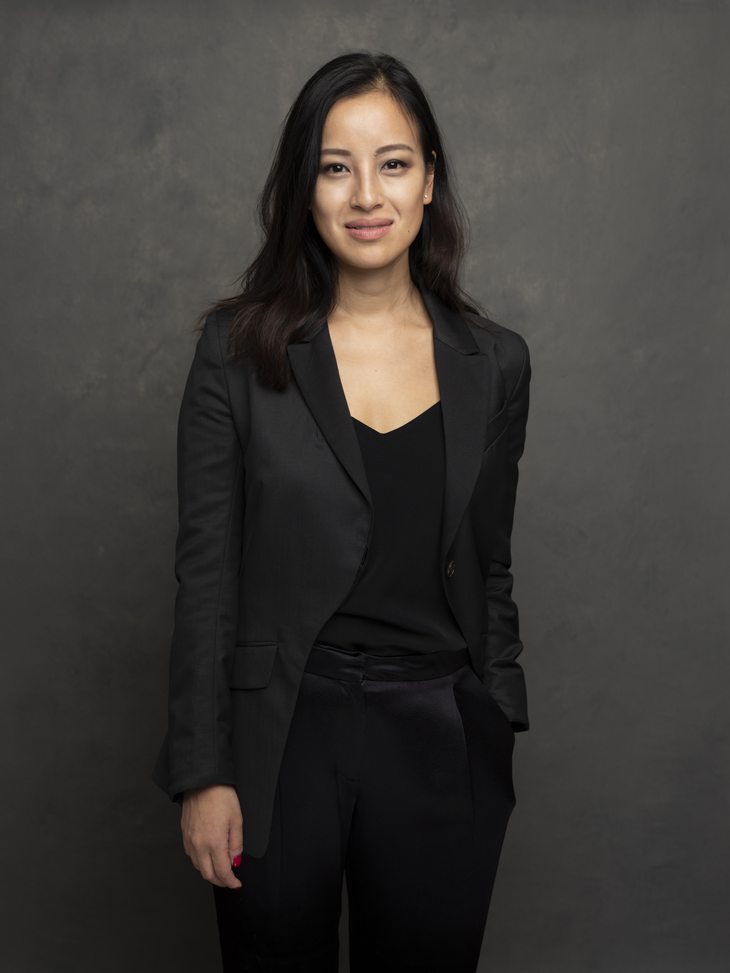 Corporate headshot portrait linkedin profil photography studio singapore services asia photographer lady