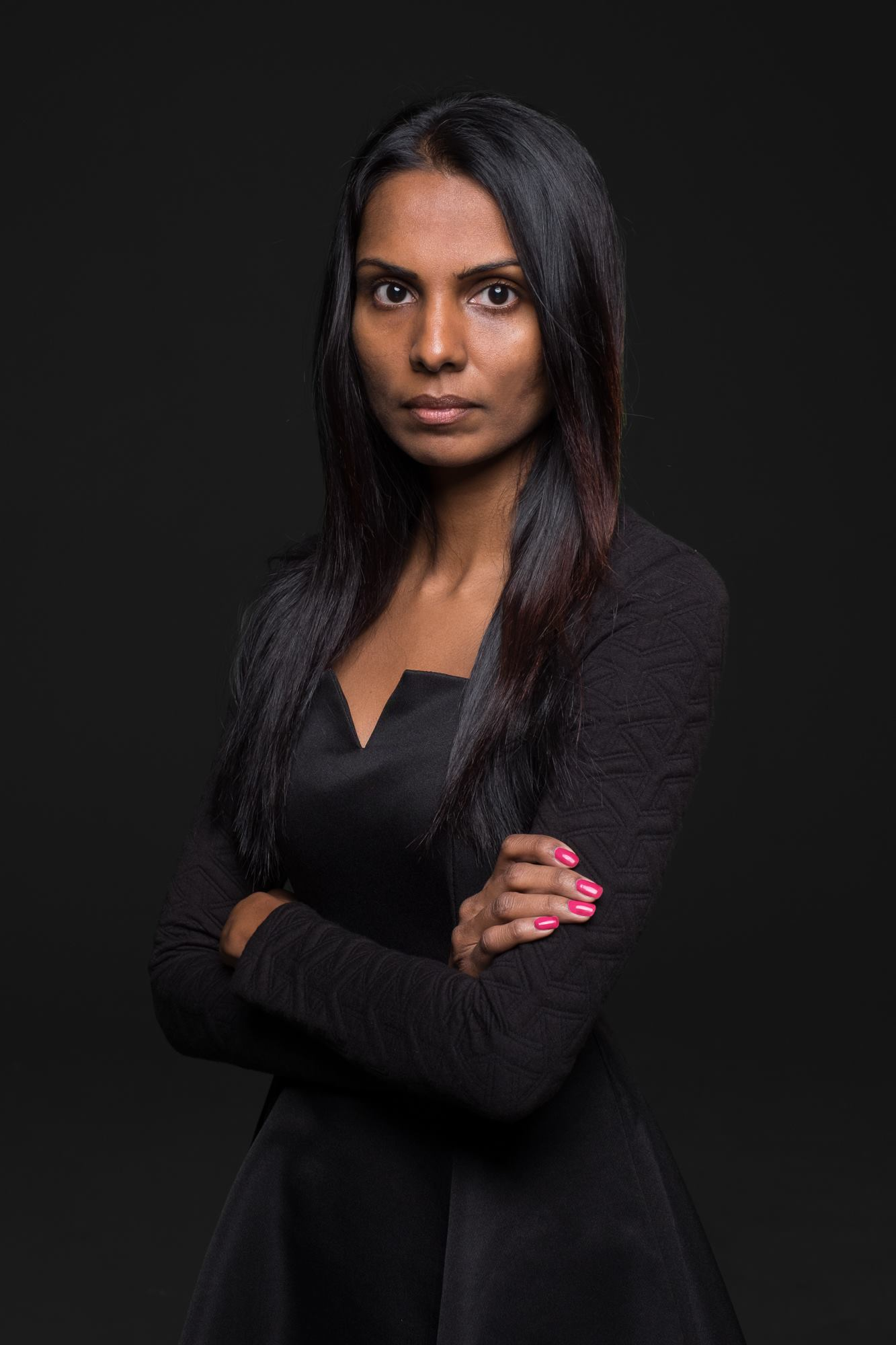 Corporate headshot portrait linkedin profil photography studio singapore services asia photographer shanthi jeuland coco pr