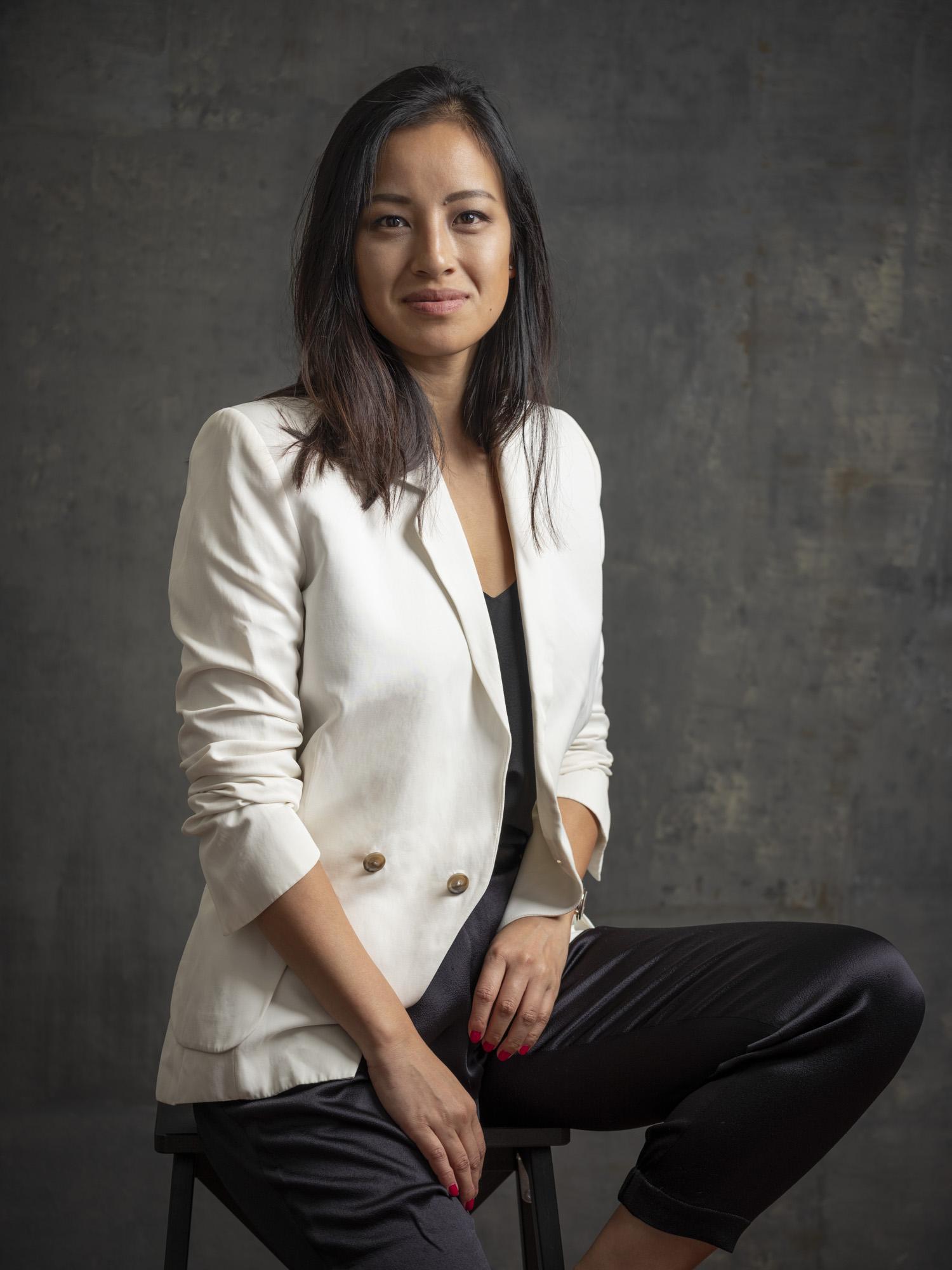 Corporate headshot portrait linkedin profil photography studio singapore services asia photographer white jacket