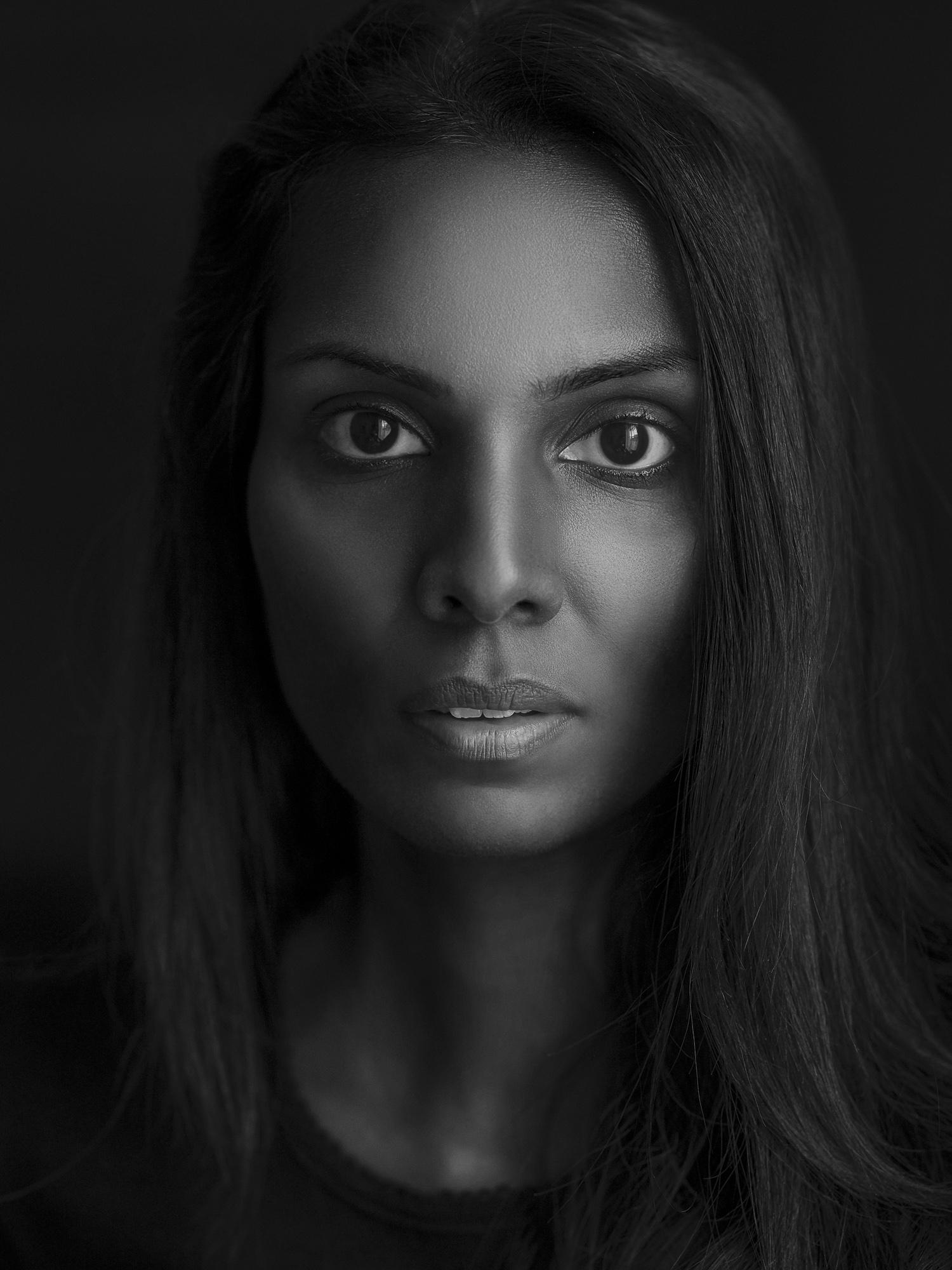 Portrait portraiture photography studio singapore services asia photographer Jose Jeuland shanthi deep black and white